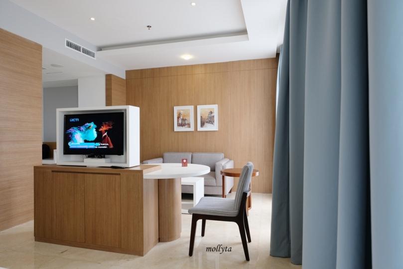 Kamar Junior Suite Hotel Grandhika Setiabudi Medan