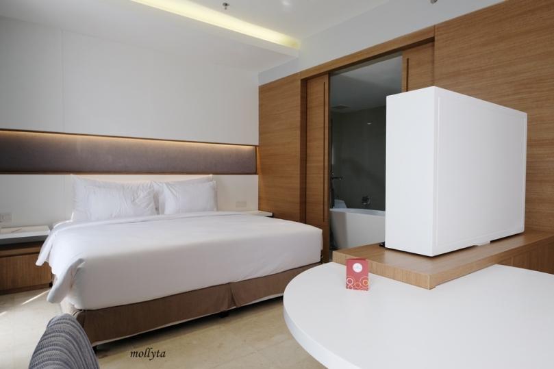 Kamar Junior Suite di Hotel Grandhika Medan