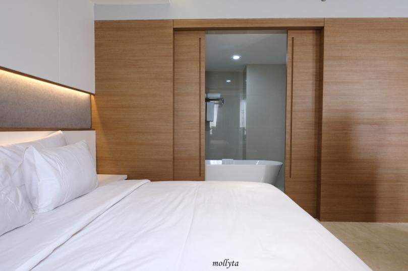 Bathtub di kamar Junior Suite Hotel Grandhika Setiabudi Medan