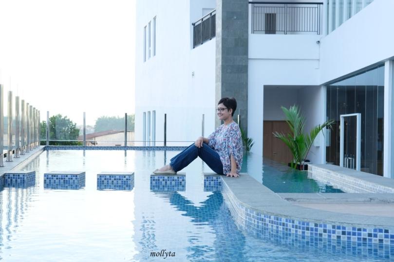 Kolam renang di Hotel Grandhika Setiabudi Medan