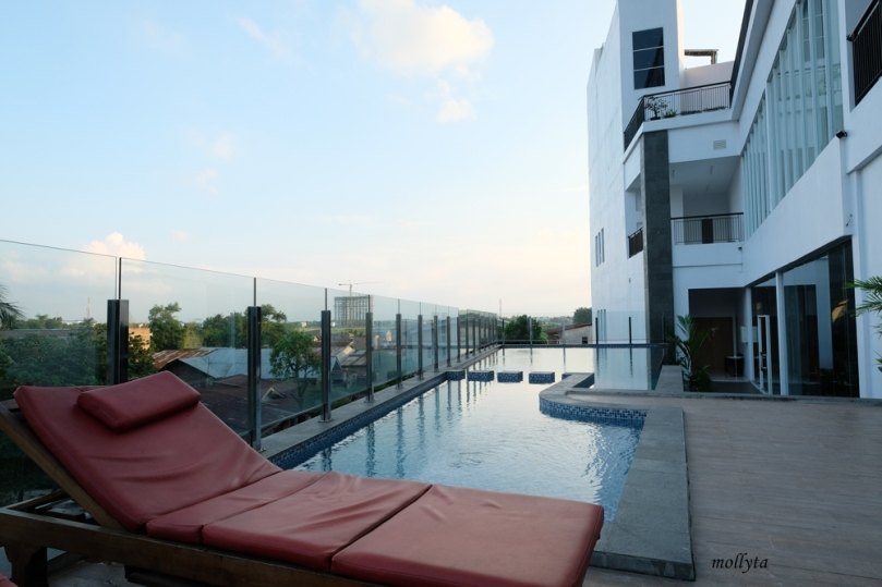 Outdoor swimming pool Hotel Grandhika Setiabudi Medan