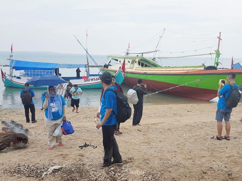 Tiba di pelabuhan di Giliyang