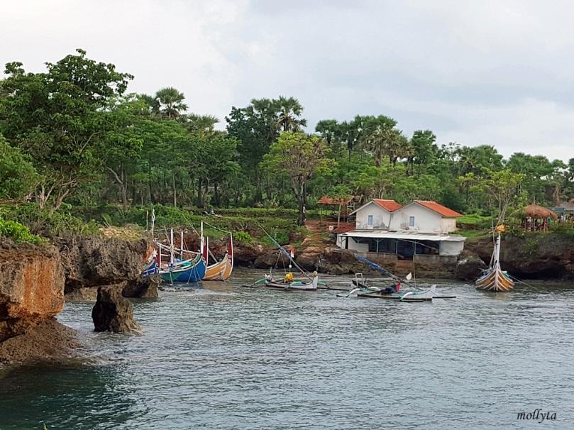 Suasana di Pantai Ropet Giliyang Madura