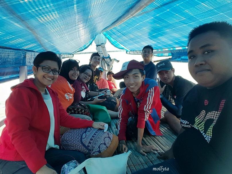 Di atas kapal motor menuju Giliyang