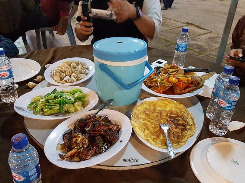 Makan malam di Wey Wey Seafood Restaurant Batam