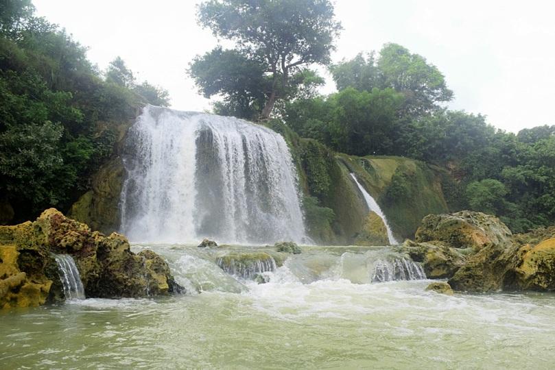 keindahan air terjun Toroan di Madura