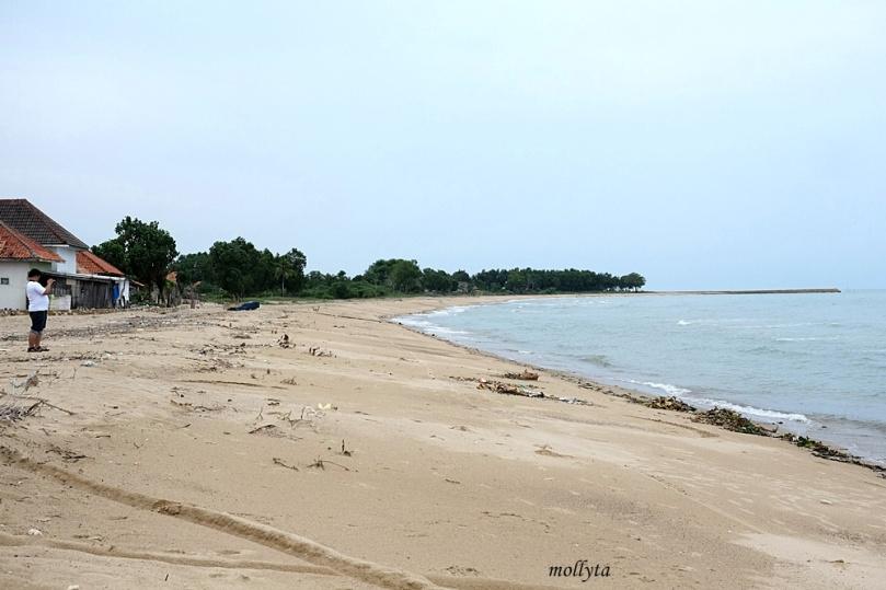 Pantai Nepa di Madura