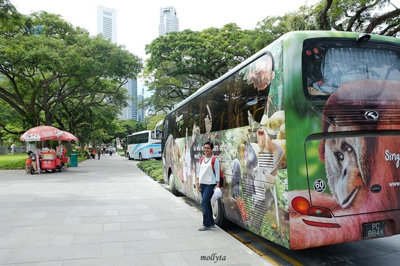 Bus yang membawa rombongan XL Media Gathering di Singapura