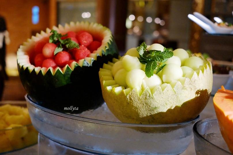 potongan buah segar di Orchid Restaurant Medan