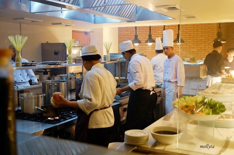 Open kitchen di Orchid Restaurant Medan