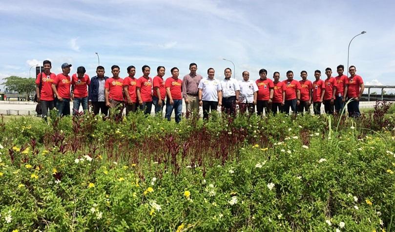 Foto bersama perwakilan karang taruna se-bojonegoro usai wisata migas Tour de Banyuurip