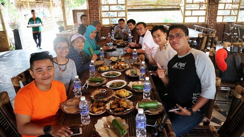 Makan siang ala Sunda di Batam