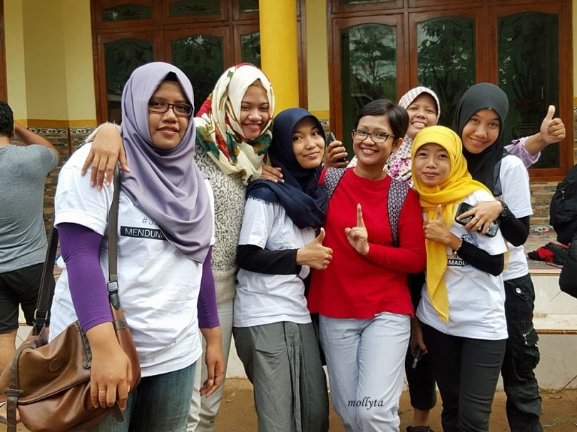 Bersama teman-teman bloger Madura