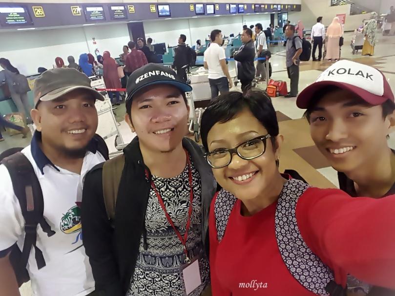 Usai check in di Bandara Juanda
