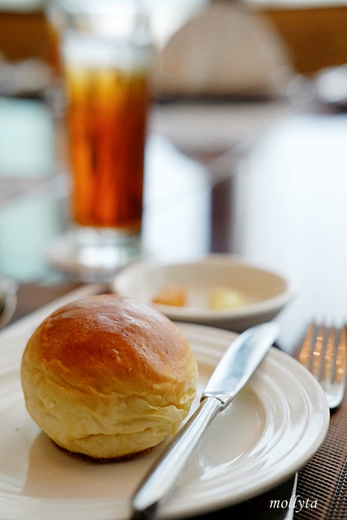 Bread and butter di The Kitchen Aryaduta Medan