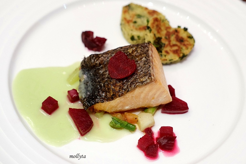 Pan Seared Salmon Fillet di The Kitchen Aryaduta Medan