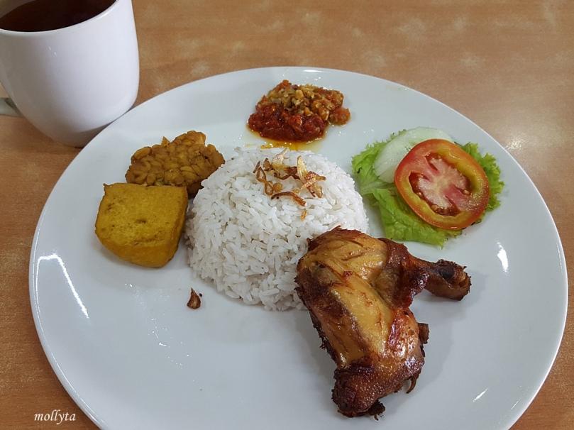 Makan siang dyam Goreng Kalasan Bandara Soekarno Hatta
