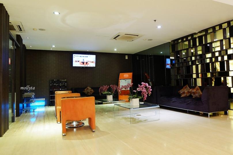 Lobby J Hotel Bandara Soekarno Hatta