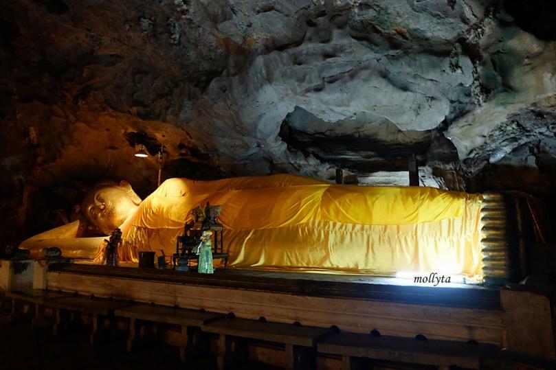 Sleeping Buddha di Khao Luang Cave Phetchaburi