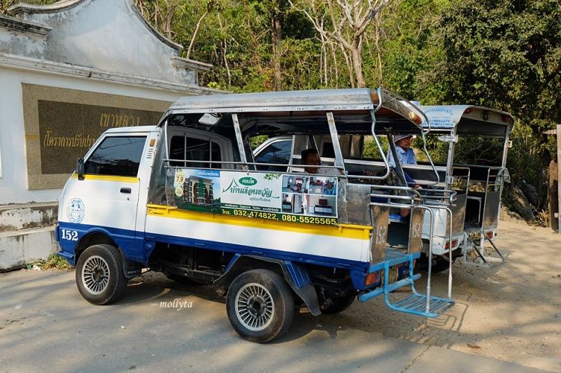Tuk-tuk menuju Khao Luang Cave di Phetchaburi Thailand