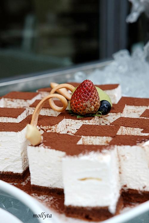 Cake di Barefoot BBQ Buffet Menu Aryaduta Medan