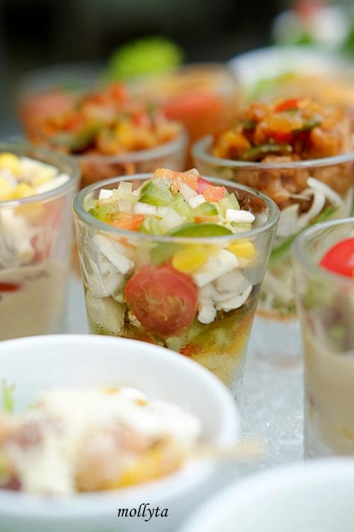 Aneka pilihan salad and appetizers di Aryaduta Medan