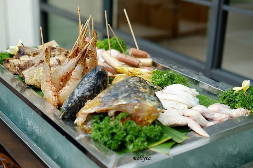 Barefoot BBQ Buffet Menu di Aryaduta Medan