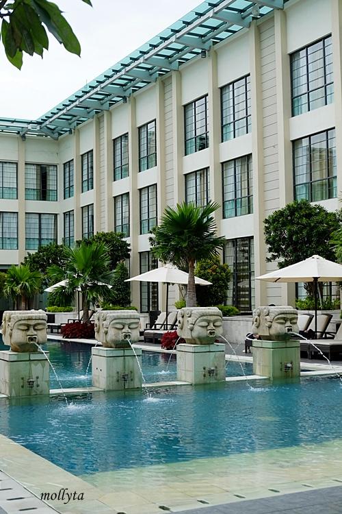Pool area di Aryaduta Medan