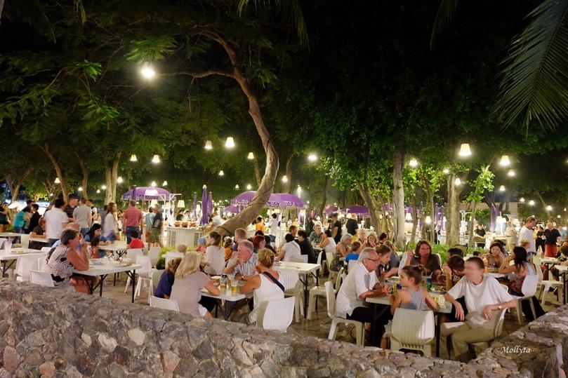 Suasana malam di Cicada Market Hua Hin