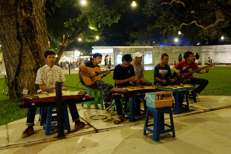 Pemusik tradisional di Cicada Market Hua Hin
