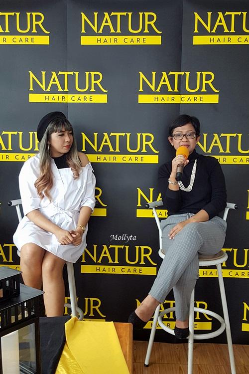 Mollyta sebagai narasumber pada Natur Hair Beauty Dating di Medan