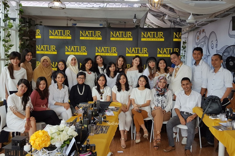 Foto bersama di acara Natur Hair Beauty Dating Medan 2017