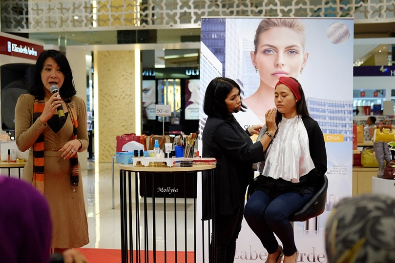 Demo make up Elizabeth Arden di Parkson Medan