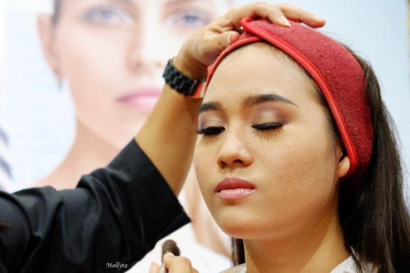 aplikasi kosmetik Elizabeth Arden di Parson Medan