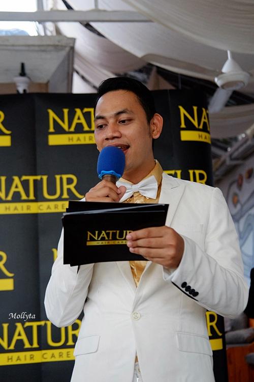 Febrigiprah sebagai MC acara Natur Hair Beauty Dating Medan