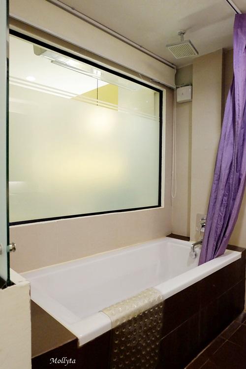 Bathtub di D`Varee Diva Kiang Haad Beach Hotel Hua Hin