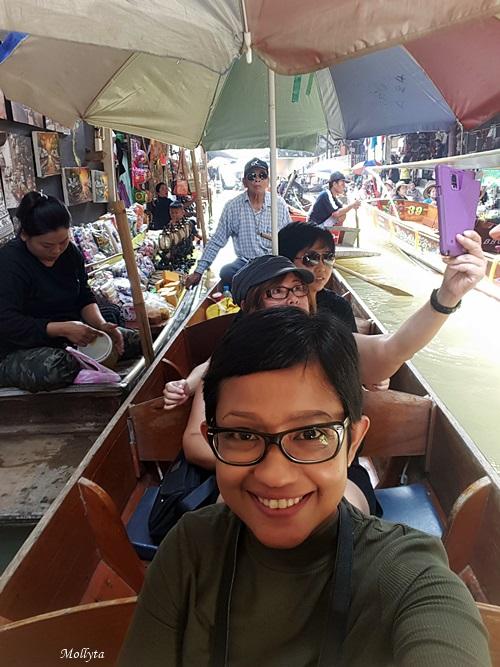 sewa perahu di Damnoen Saduak Floating Market