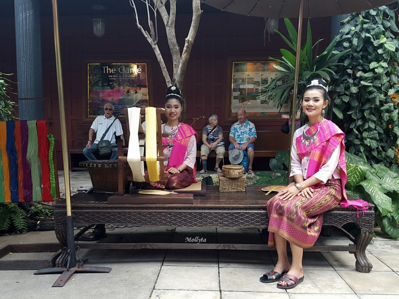 Memintal benang di Jim Thompson House & Museum