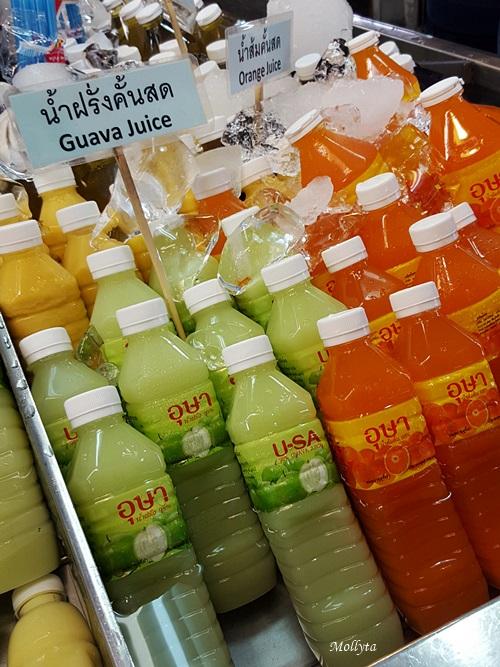 Jus buah segar di Or Tor Kor Market