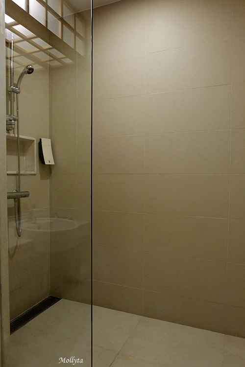 Shower room di Centra Central Station Hotel Bangkok