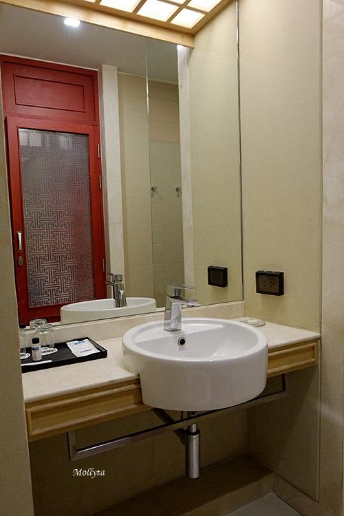 kamar mandi di Centra Central Station Hotel Bangkok