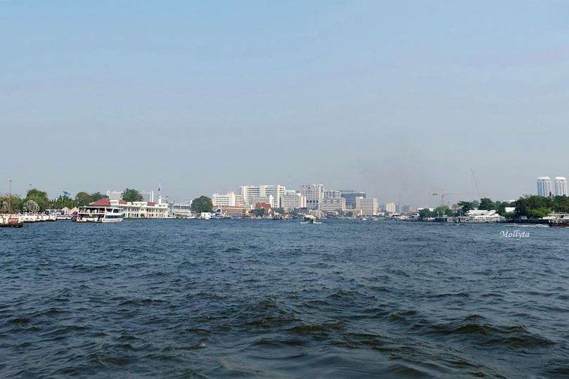 Menyusuri Chao Phraya dengan shuttle boat