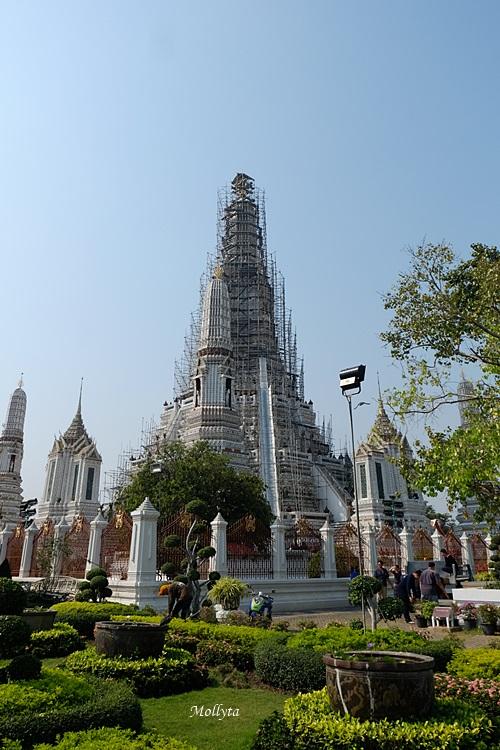 Wat Arun masih direnovasi pada tahun 2017