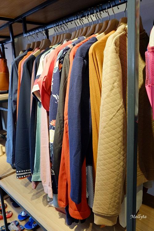 Koleksi pakaian di Sophie Paris cabang Medan