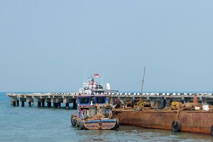 Dermaga kapal motor di Sebesi