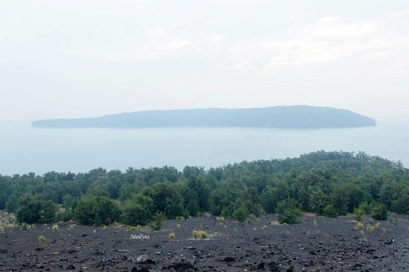 Pemandangan dari atas Gunung Anak Krakatau