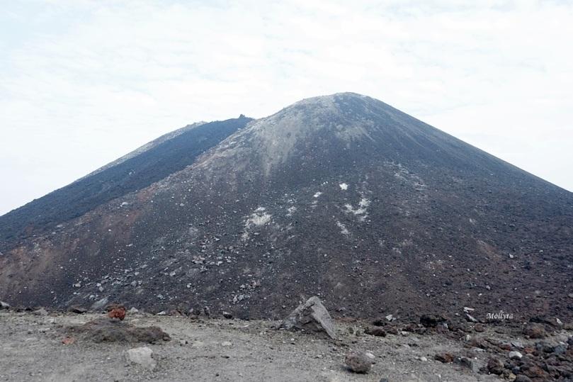 cekungan di Gunung Anak Krakatau