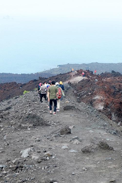 Jalur turun Gunung Anak Krakatau