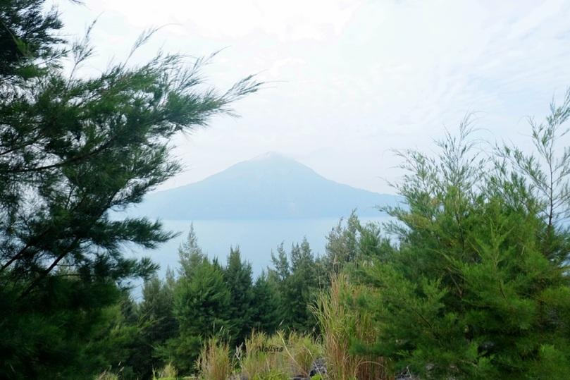 Pemandangan Gunung Rakata dari sisi Gunung Anak Krakatau