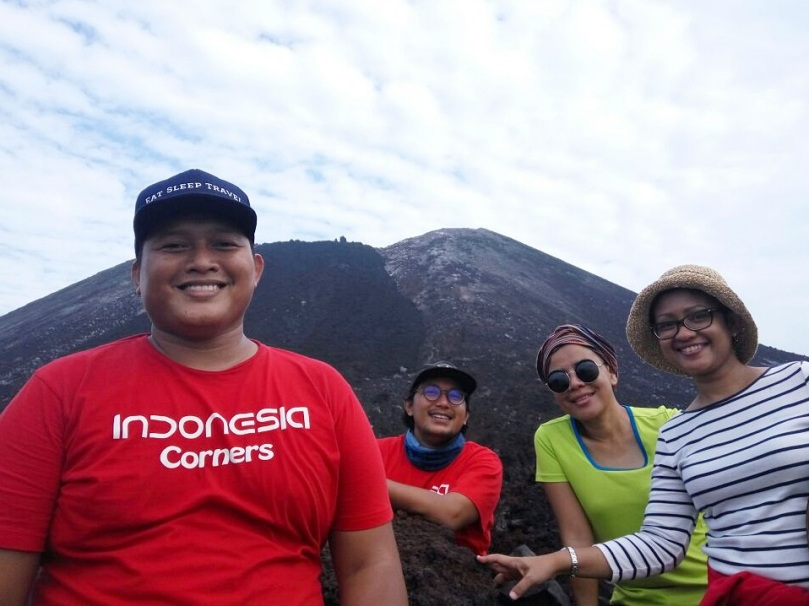 Travel blogger Indonesia di Gunung Anak Krakatau